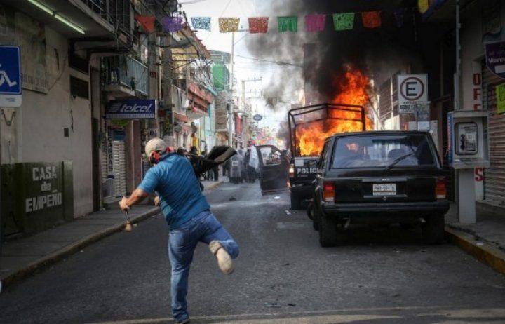 Meksika'da göstericiler polisle çatıştı