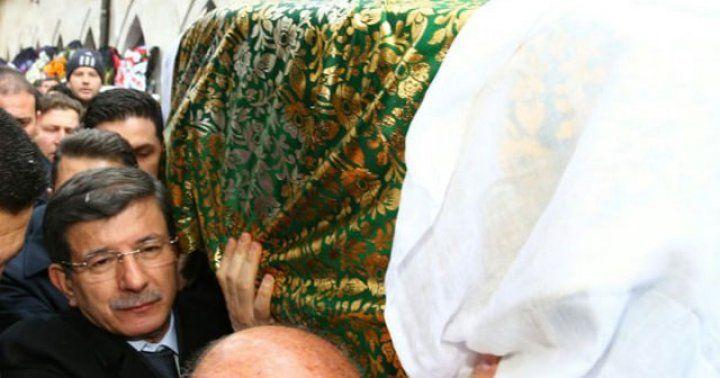 Muhsin Yazıcıoğlu'nun annesine veda