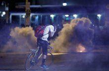Baltimore'da polisle göstericiler arasındaki olaylar sürüyor
