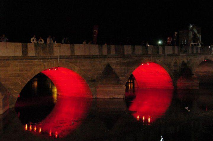 Tunca Köprüsü artık ışıl ışıl
