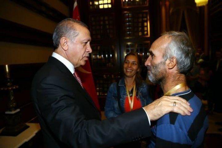 Cumhurbaşkanı Erdoğan 16 Türk işçiyi ağırladı