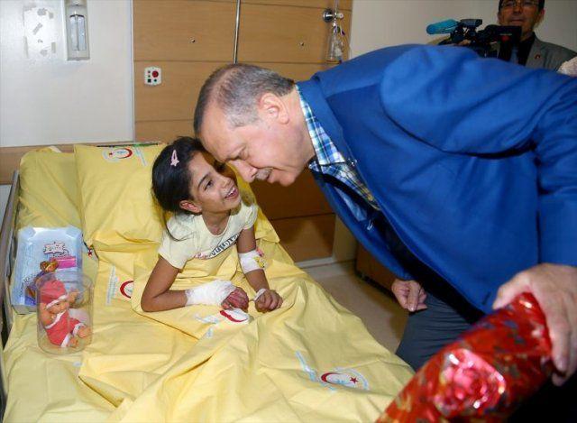 Erdoğan Gaziantep'teki yaralıları ziyaret etti