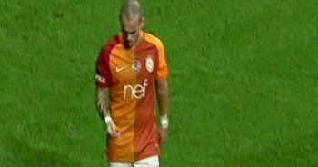 Sneijder sahaya atılan parayla bakın ne yaptı