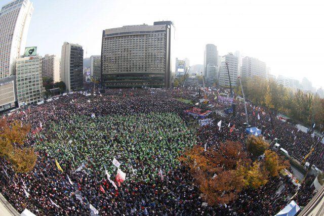 Güney Kore'de halk başkenti bastı!