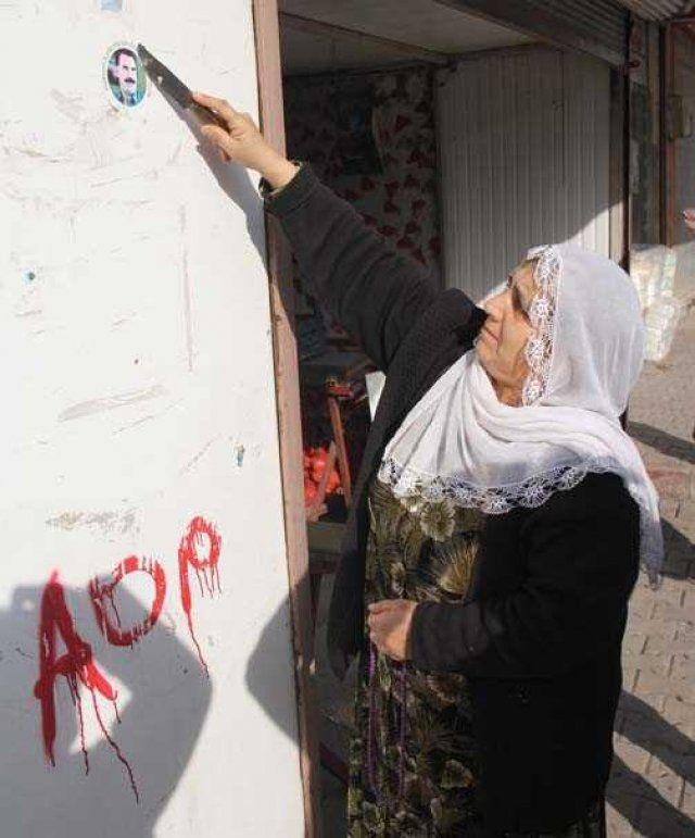 Polisi Goren Kadin Ocalan Cikarmasini Bicakla Kazidi Tgrt Haber 8