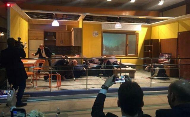 Akdağ ve Çavuşoğlu 7,2'lik deprem anını yaşadı