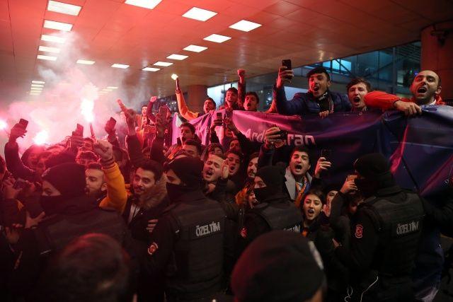 Arda Turan, Medipol Başakşehir için İstanbul'da