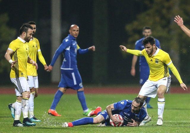 Fenerbahçe - Kukesi maçında saha karıştı!