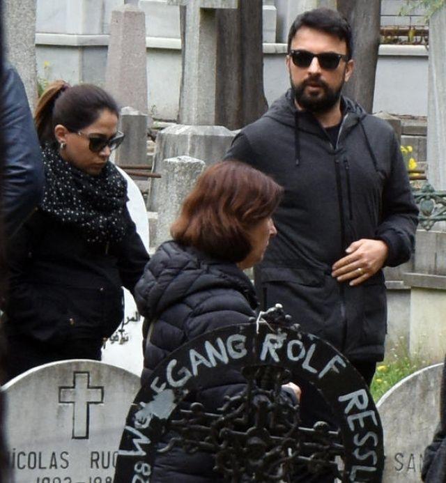 Ünlü isim hayatını kaybetti, cenazede Tarkan gözyaşlarını tutamadı!