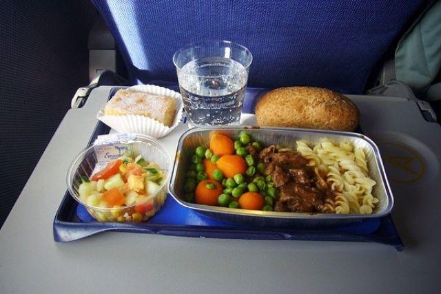 Uçak yemeklerinin tatsız olmasının nedeni