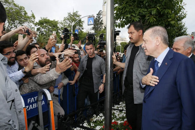 Erdoğan'ı görünce gözyaşlarını tutamadı!