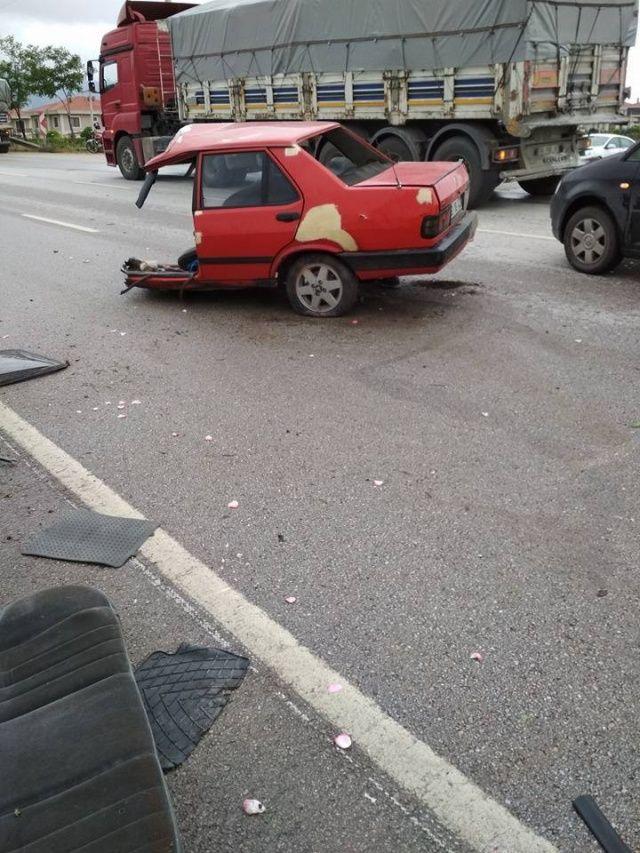 Araba ikiye bölündü