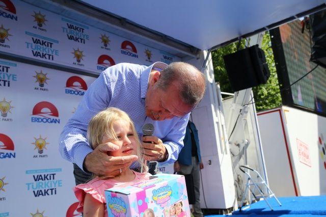 Cumhurbaşkanı Erdoğan'ın minik kıza sorusu, Isparta mitingine damga vurdu