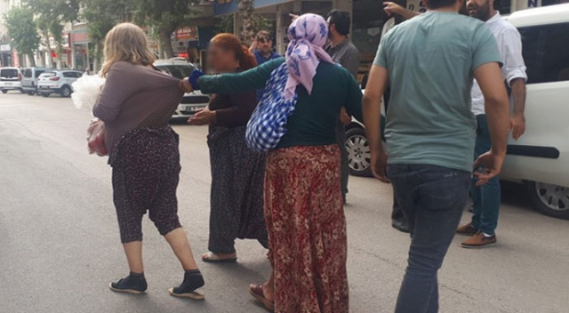 Adıyaman'da 5 kadın mahalleyi birbirine kattı!