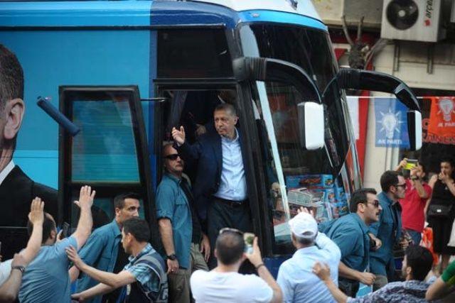 Cumhurbaşkanı Erdoğan herkese tek tek dağıttı