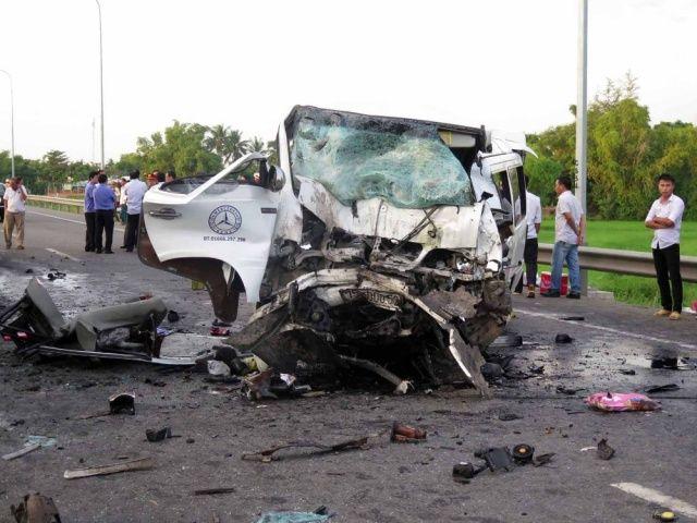 Feci kaza! Damat dahil 13 kişi öldü