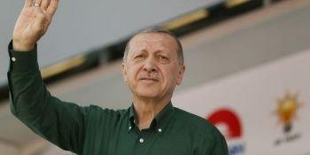 Başkan Erdoğan'dan emeklilere ve gençlere peş peşe müjdeler!