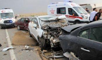 Feci kaza! 19 araç birbirine girdi: 17 yaralı