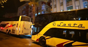 Kuşadası'nda turist otobüsüne molotoflu saldırı