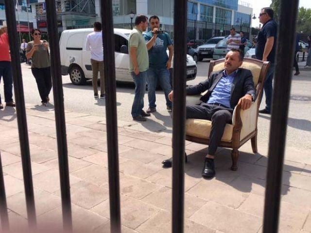 CHP Genel Merkezi önünde ilginç eylem