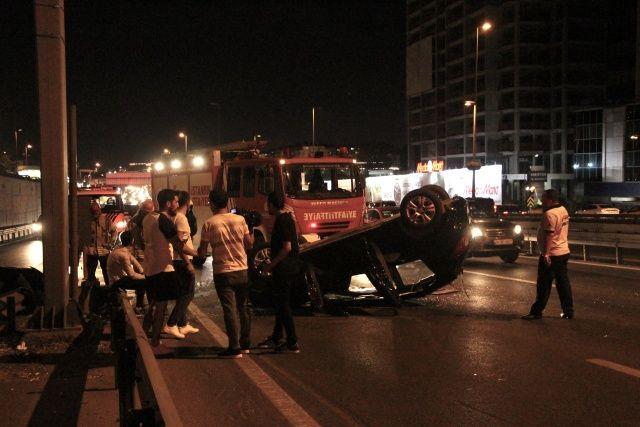 İstanbul'da feci kaza, trafik kilit