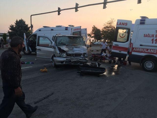 Çok feci kaza: Ölüler ve yaralılar var