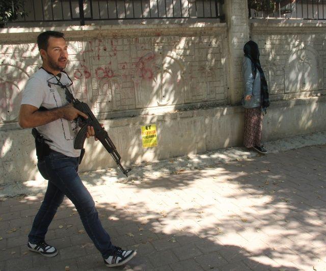 Adana'da yüzü kapalı kadın paniği