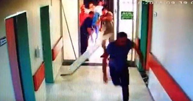 Yoğun bakımda dehşet!  Kapıyı kırıp doktora saldırdılar