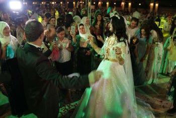 Aşiret düğününde gelin altınları taşıyamadı