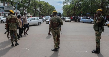 Zimbabve'de ordu sokağa indi