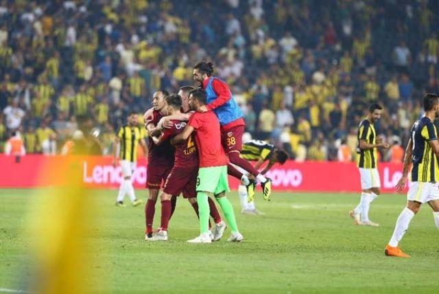 Kadıköy'de maç sonrası saha karıştı
