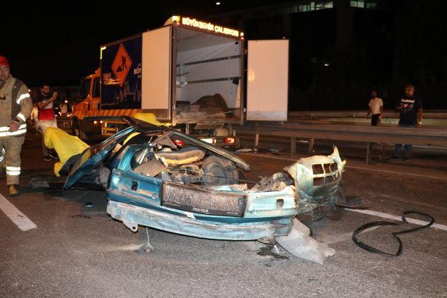 İkiye bölünen araçtan sağ çıktılar... Bayrampaşa'da feci kaza; 3 ağır yaralı
