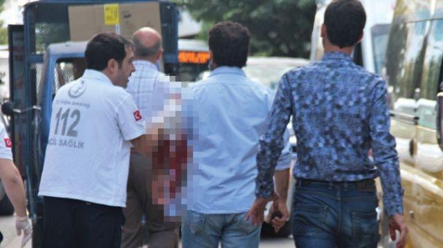 Akıl almaz olay! Çay ocağında oturan 2 kişiyi bıçakladı, daha sonra da...
