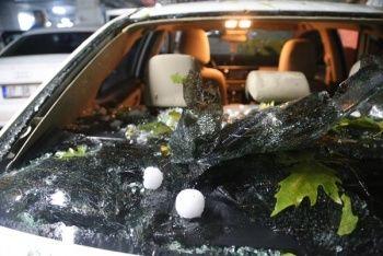 20 dakika sürdü: 370 araç ve 90 evin hasar gördü