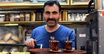 25 yıldır çay demliyor ama bir yudum bile içmiyor!