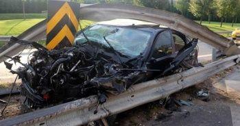 İnanılmaz kaza! Lüks araba adeta parça parça oldu...
