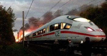 Almanya'da yolcu treninde yangın çıktı