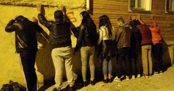 Edirne'de gece yarısı şok baskınlar! Apart, pansiyon ve metruk binalarda 150 gözaltı