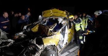 Feci kaza! TIR'a arkadan çarpan araçta 2 kişi öldü