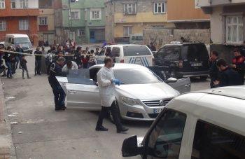 Sokak ortasında şoke eden olay! Otomobilden gelen sesi duyan telefona sarıldı