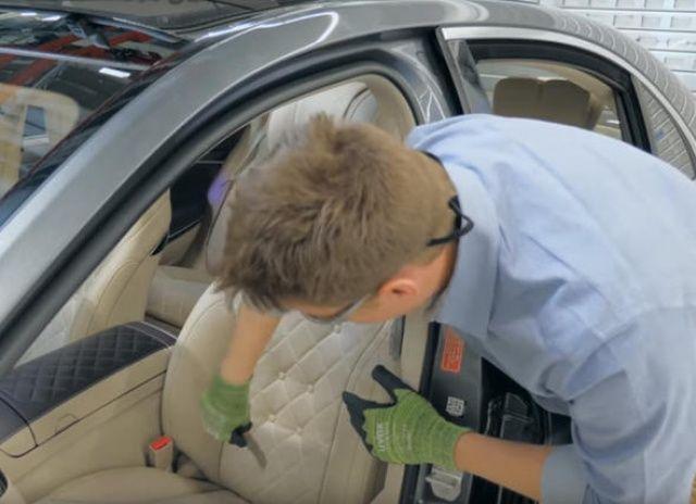 Son model arabanın koltuğunu parçaladı! İçinden bakın neler çıktı!