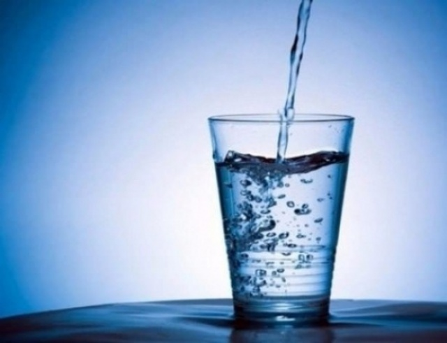 čaša sa vodom