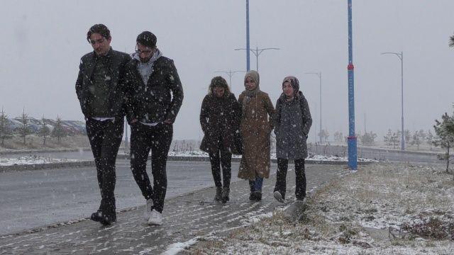 Ve kar yağışı başladı! her yer beyaza büründü