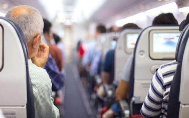 İzmir'den kalkan uçakta büyük şok! Hostes yolcudan o sözleri duyunca...