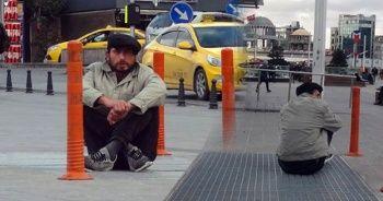 23 gün önce İstanbul'a geldi! Hep aynı yerde oturuyor...