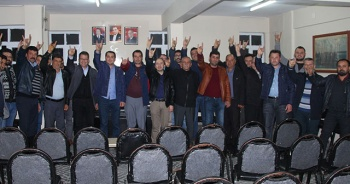 8 üye partisinden istifa edip MHP'ye geçti