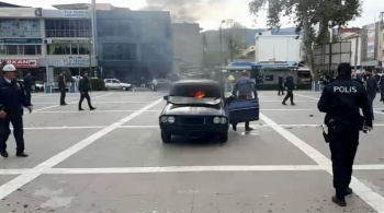 Aracın içinde kendini ateşe verdi! Sonrası inanılmaz...
