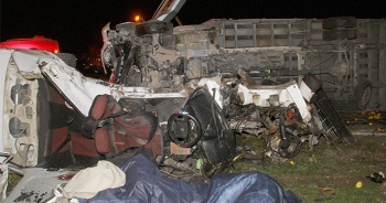 Gece yarısı feci kaza! Korkunç görüntüler var