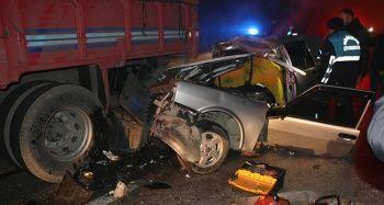 Tıra arkadan çarpan araç hurdaya döndü: 1 ağır yaralı