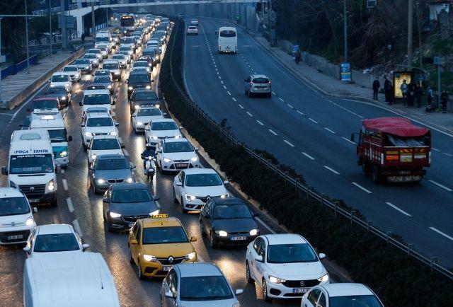 İZBAN'daki ek seferlerin durdurulması trafik yoğunluğunu arttırdı
